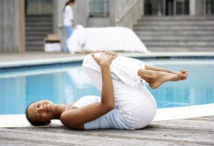 Йога при головной боли. Поза колени к груди