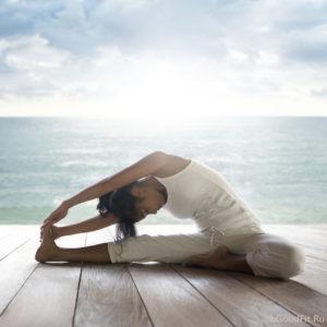 Йога при головной боли. Поза наклон сидя вперед