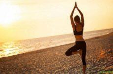 Утренняя йога на 15 минут, которая бодрит лучше, чем чашка кофе