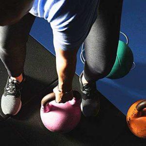 Простые упражнения на бицепс с гантелями для домашних условий